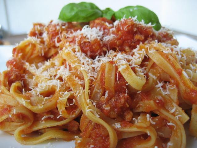 tagliatelle-al-ragu-con-parmigiano